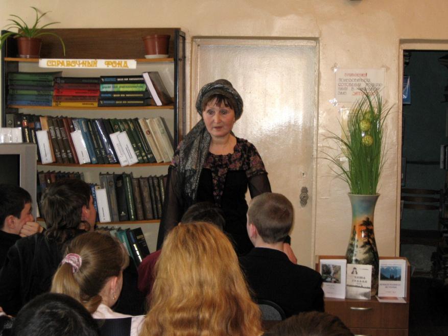 Тамара Александровна Бабушкина (встреча с читателями в читальном зале Центральной городской библиотеки)