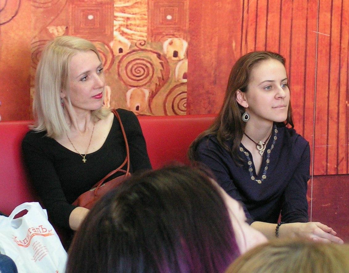 Почётный гость Елена Берсенёва (слева) и Екатерина Матина (варган)