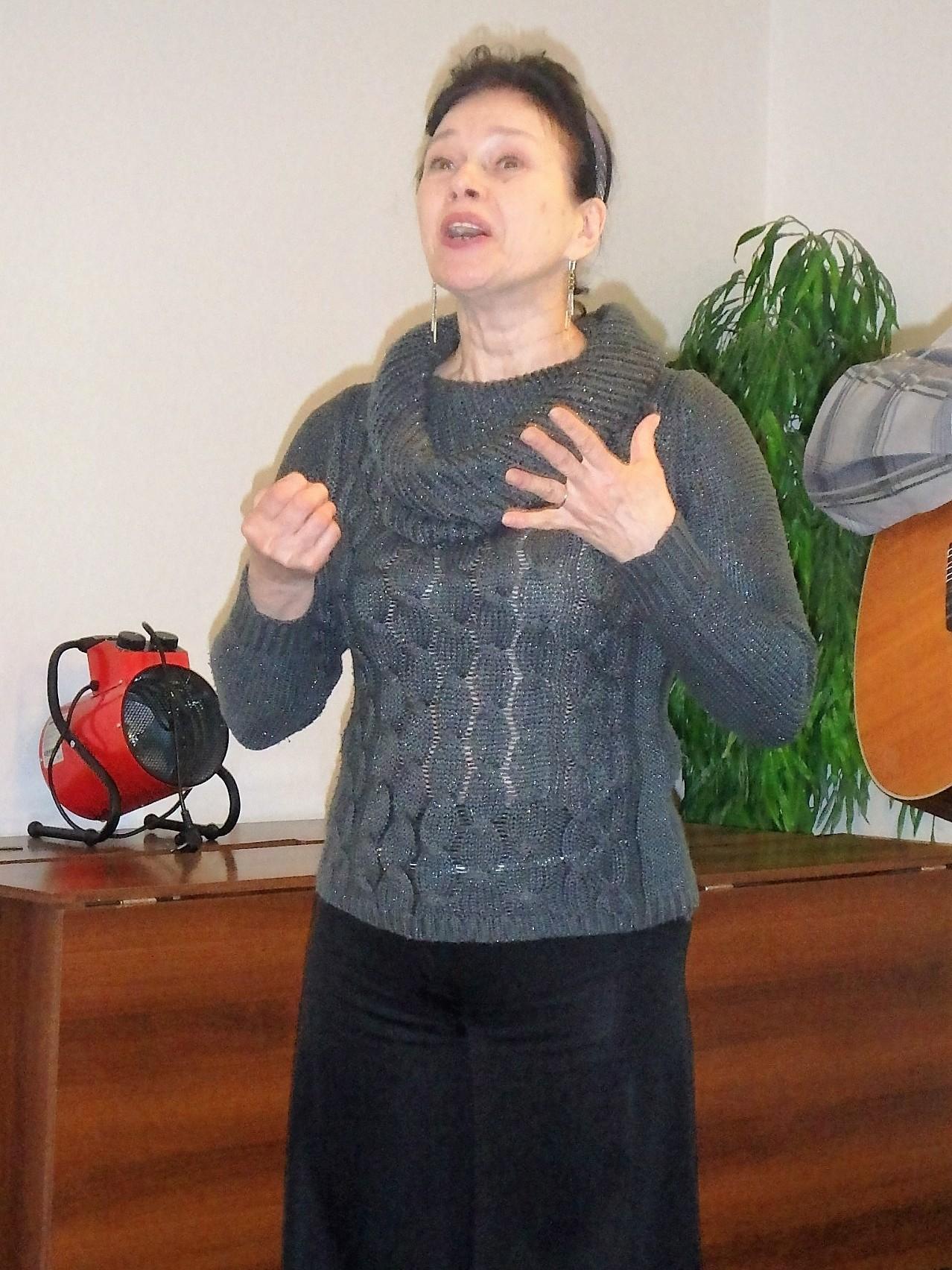 Вера Ермакова читает стихотворение Николая Гумилёва «Капитаны»