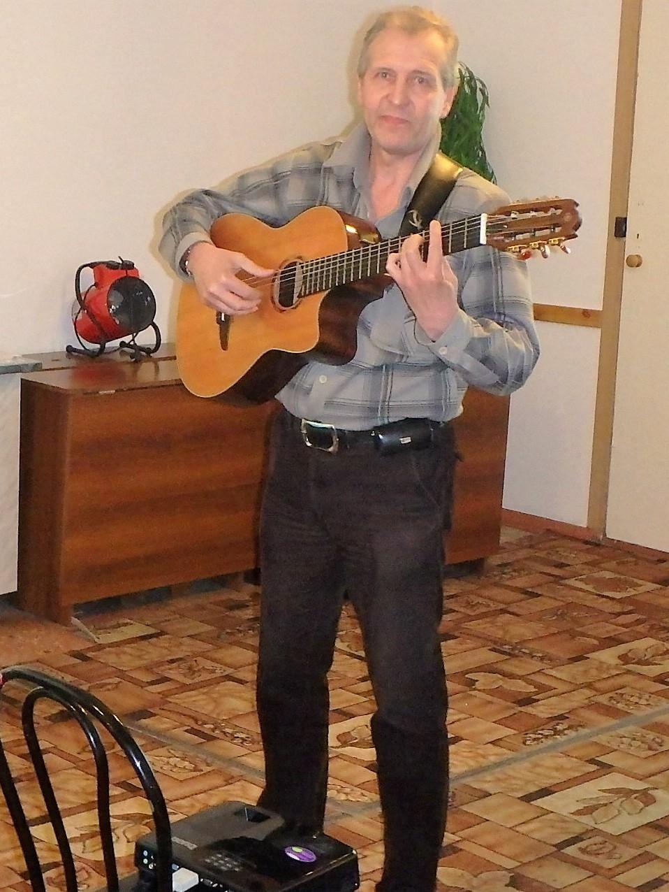 Владимир Кутернин поёт песню на стихи Сергея Есенина «Отговорила роща золотая...»