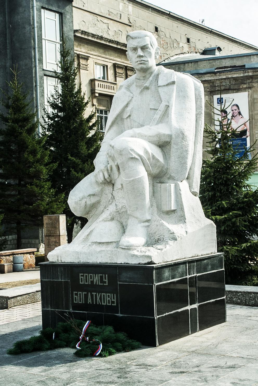 Памятник поэту Борису Богаткову