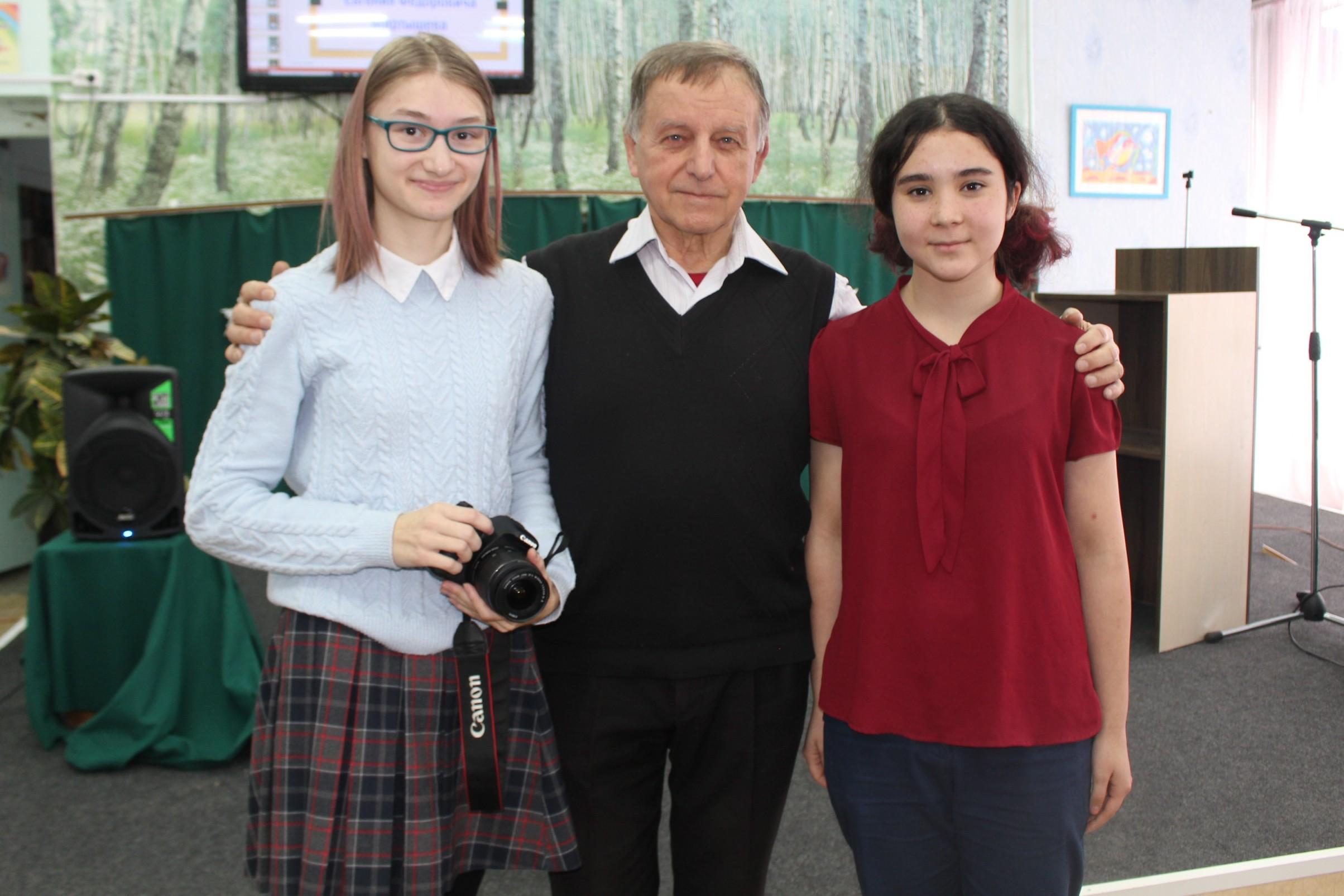 Евгений Мартышев и юные корреспонденты