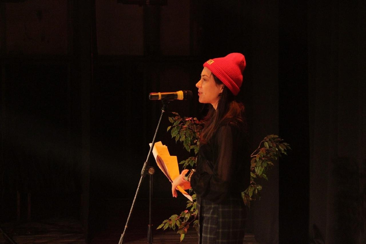 «Оставайтесь на линии»: творческий вечер Маши Штольц