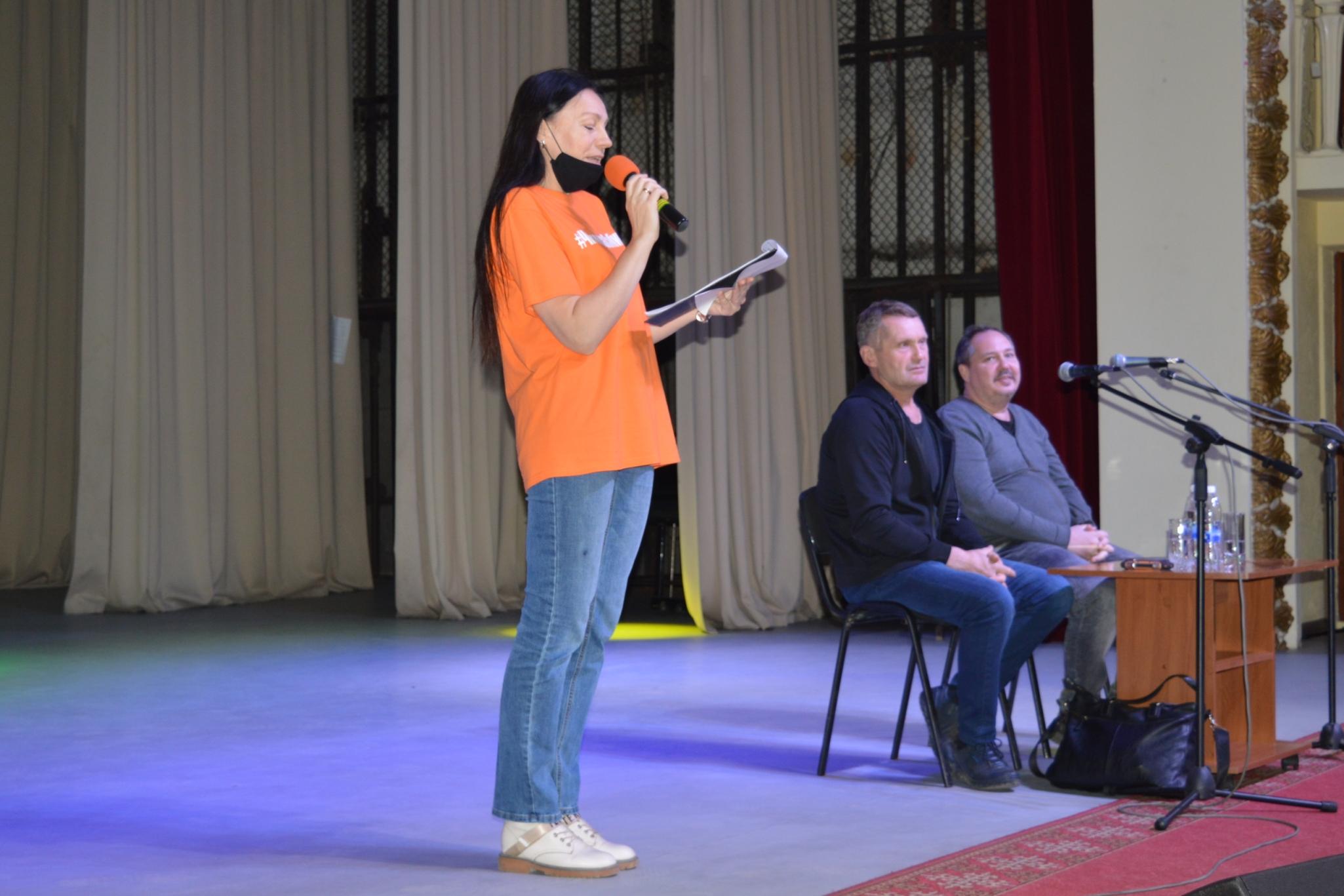 В центральной библиотеке города Черепаново прошла интеллектуальная игра и встреча с писателями